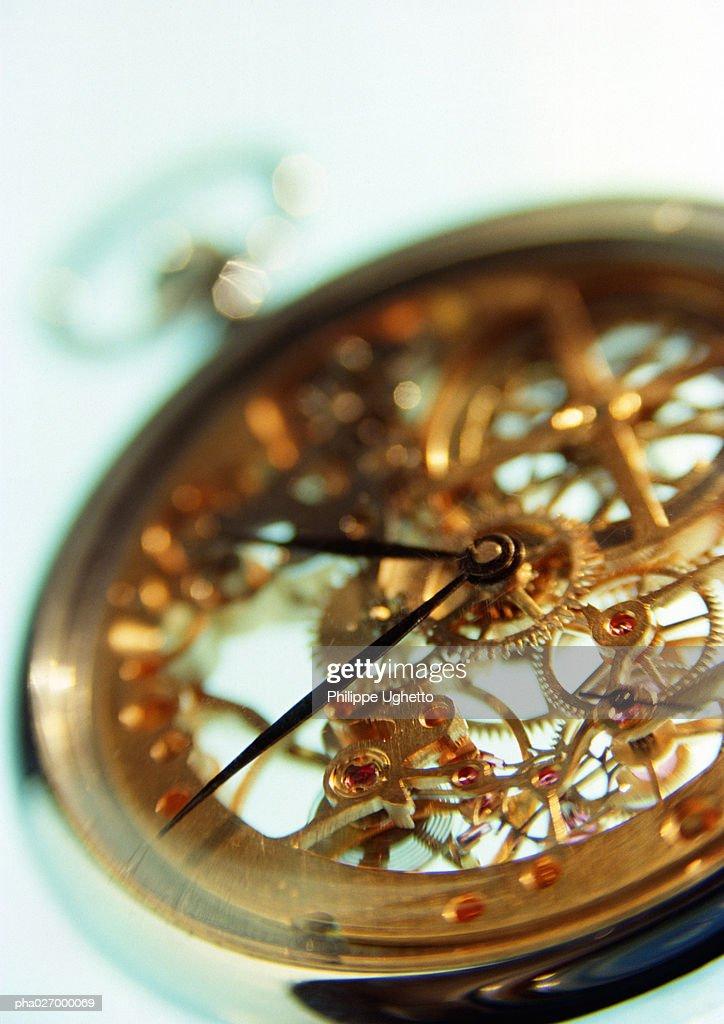 Clockwork of pocket watch, close-up : Stockfoto