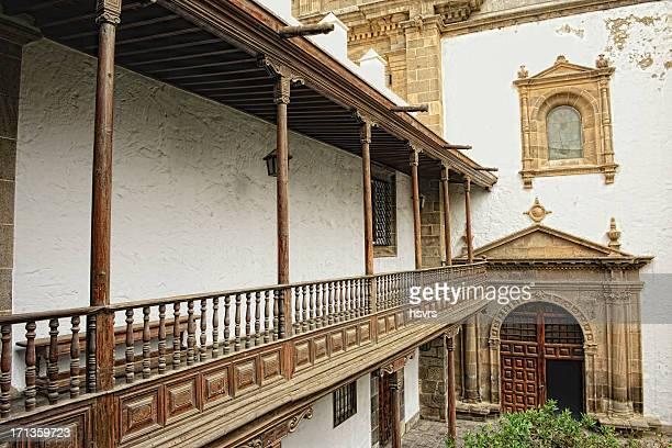 cloister of cathedral santa ana (las palmas de gran canaria) - las palmas de gran canaria stock pictures, royalty-free photos & images