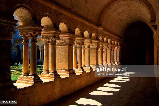 cloister of notre-dame de sénanque abbey - monastery stock pictures, royalty-free photos & images