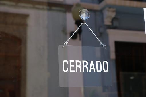 close sign in spanish 985028702