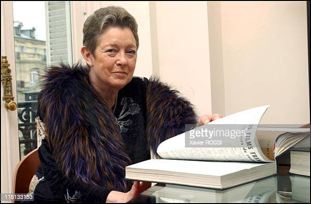 "Close up actress Marie Dubois in Paris, France on November 25, 2002 - Marie Dubois publishes a new book ""J'ai pas menti, j'ai pas tout dit"" by Plon."