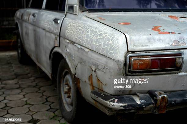 close up broken rusted car and cracking surface of body - beaten up stock pictures, royalty-free photos & images