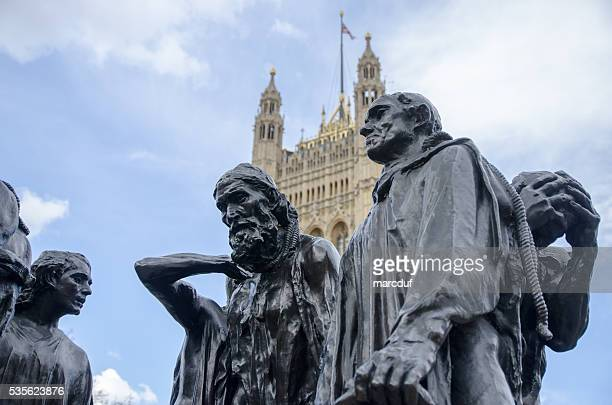Gros plan Les Bourgeois de Calais (Rodin) et de l'abbaye de Westminster