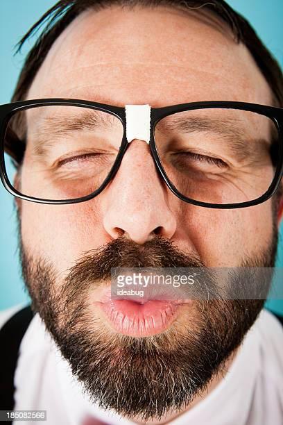 Nahaufnahme Farbe Bild von naiv Guy den Mund verziehen für Kiss