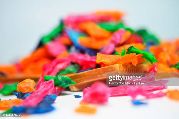 close up colorful dried jelly on white blurred background - frische stockfoto's en -beelden