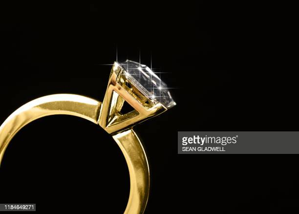 close up diamond ring - diamond ring stock pictures, royalty-free photos & images
