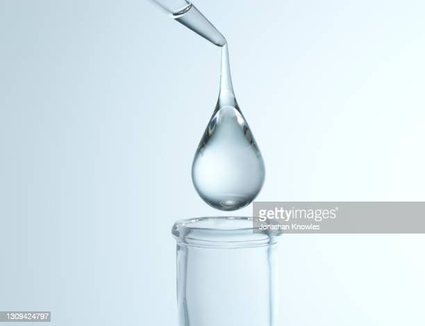 close up droplet over flask - pipette stock pictures, royalty-free photos & images