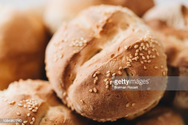 close up fresh baked wheat roll with seeds - バンズ ストックフォトと画像
