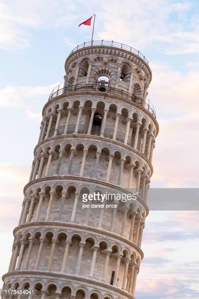 close up, leaning tower of pisa, pisa, tuscany, italy - torre di pisa foto e immagini stock