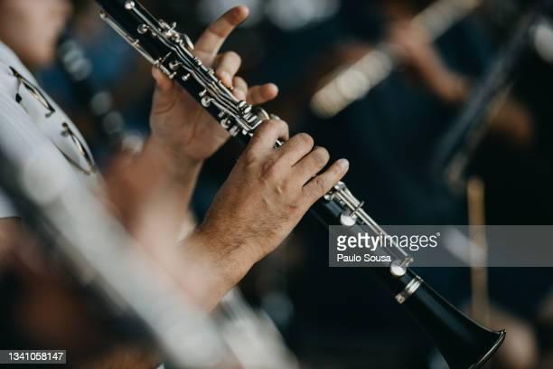 close up man playing clarinet - 爪弾く ストックフォトと画像