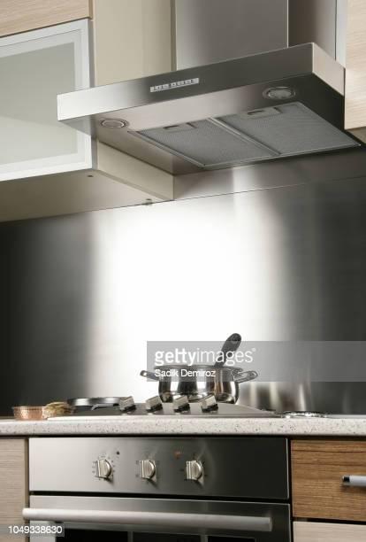 close up modern domestic kitchen - afzuigapparaat stockfoto's en -beelden