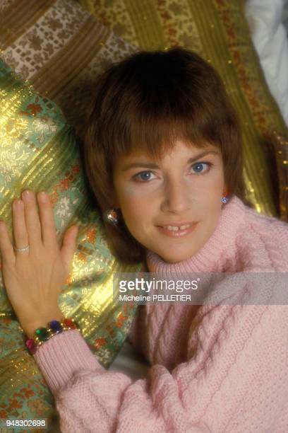 Close up Nicole Calfan, actrice, chez elle le 5 février 1986 en France.