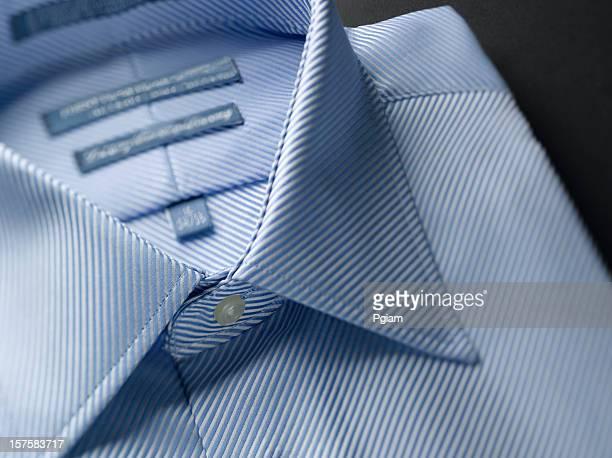 primo piano di un blu camicie da uomo - colletto foto e immagini stock