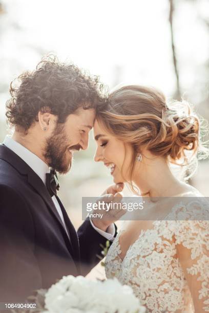 close up of a bride and groom - matrimonio foto e immagini stock