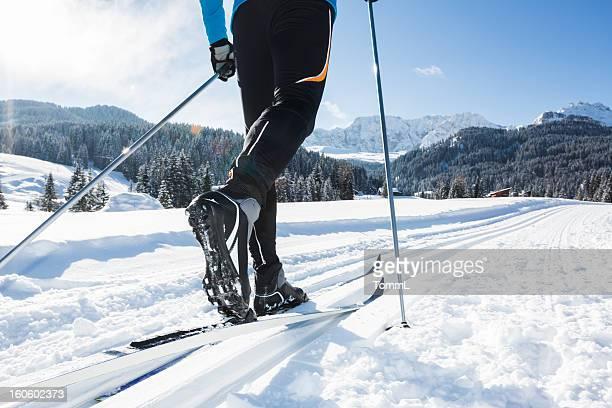 Nahaufnahme von einem männlichen Skifahrer cross-country Ski