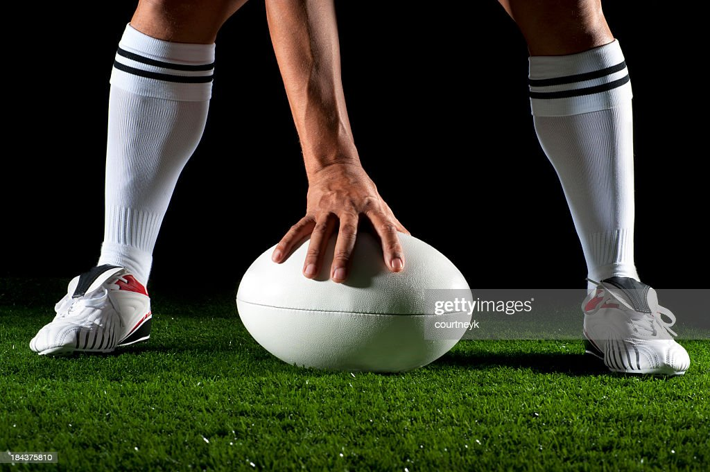 Close-up de um homem jogando Bola de Rúgbi : Foto de stock