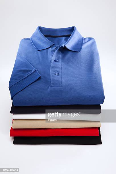 男性のクローズアップのシャツ