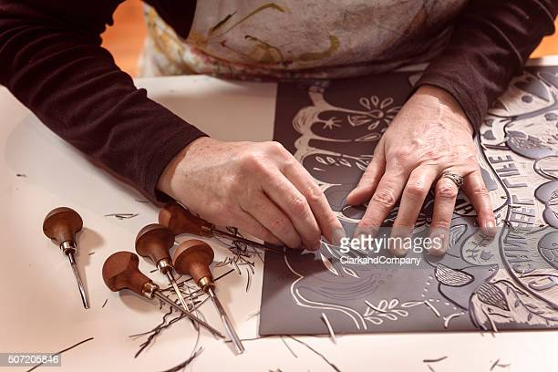 close up of a printmaker artist at work - lino stock pictures, royalty-free photos & images