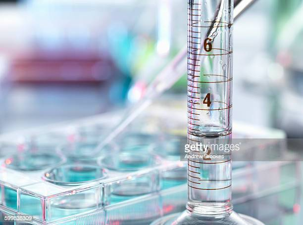 a close up of a volumetric cylinder containing a chemical formula in a laboratory - volume fluid capacity stock pictures, royalty-free photos & images