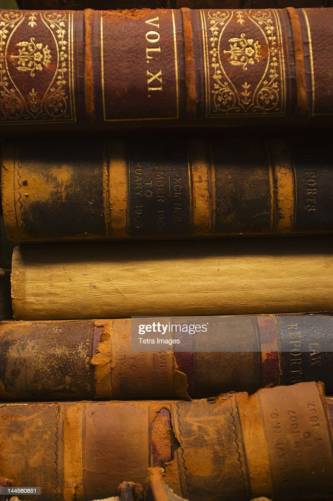 Close up of antique books in leather covers, studio shot : Stock-Foto