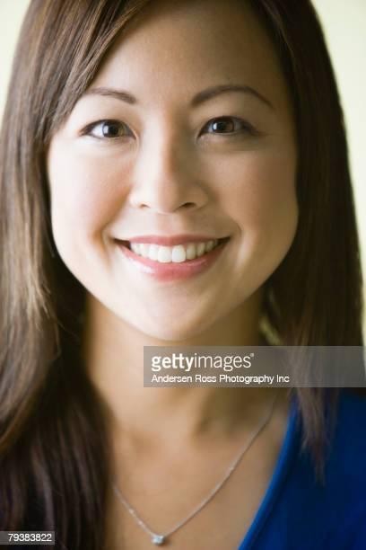 close up of asian woman smiling - somente japonês - fotografias e filmes do acervo