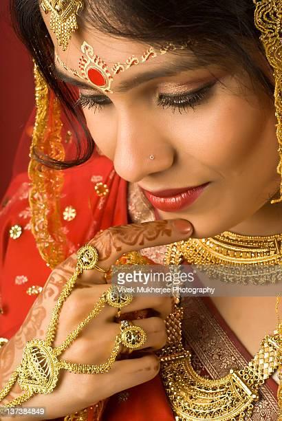 close up of bengali bride - beautiful east indian women stockfoto's en -beelden