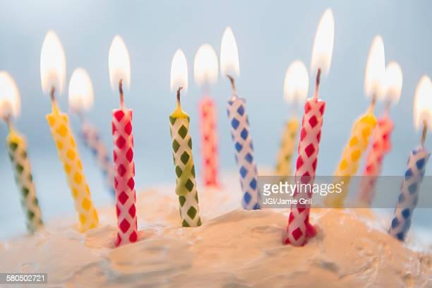close up of birthday candles in cake - birthday candles - fotografias e filmes do acervo