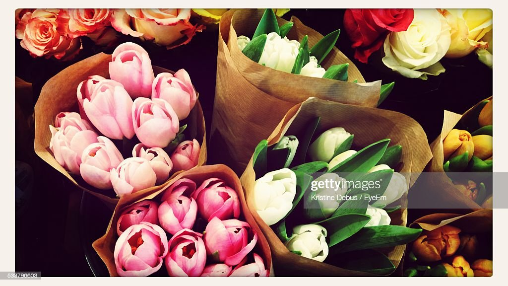 Close Up Of Bouquets Of Tulips And Roses : Foto stock