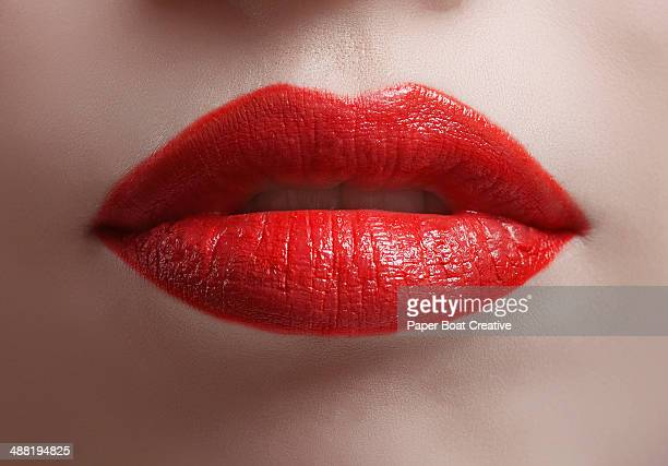 close up of bright red shiny lips - menselijke lippen stockfoto's en -beelden
