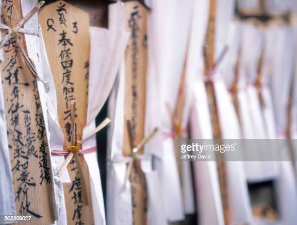 close up of buddhist prayer sticks - koyasan stock-fotos und bilder