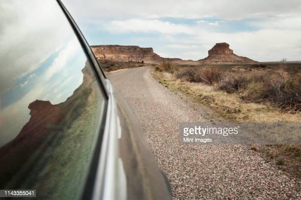 close up of car window driving through desert landscape, chaco canyon, new mexico, united states - nouveau mexique photos et images de collection