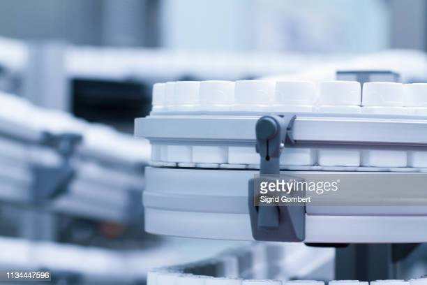 close up of carousel of pharmaceutical containers - sigrid gombert stock-fotos und bilder
