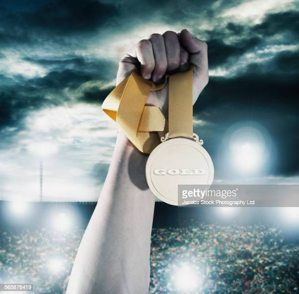 close up of caucasian athlete holding gold medal - médaille d'or photos et images de collection