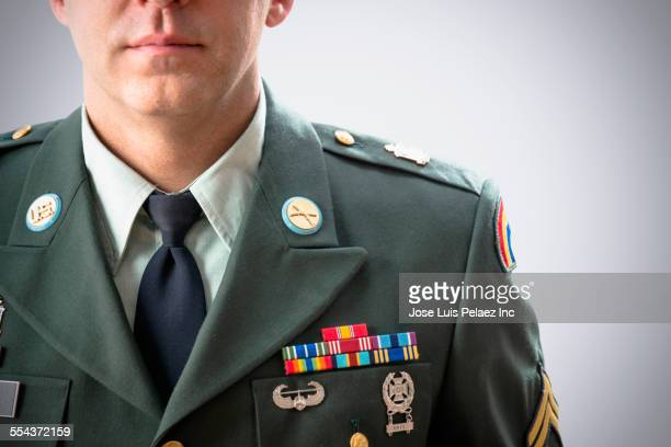 close up of caucasian soldier wearing decorated military uniform - uniforme militar - fotografias e filmes do acervo