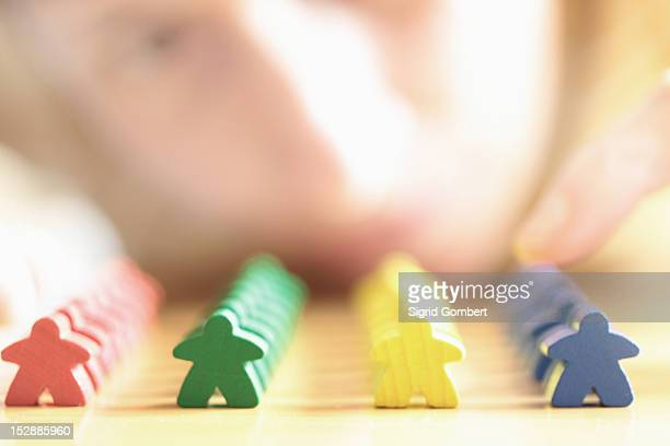 close up of colorful wooden blocks - sigrid gombert fotografías e imágenes de stock