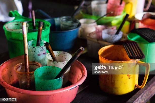 close up of colour pallet for making batik - shaifulzamri fotografías e imágenes de stock