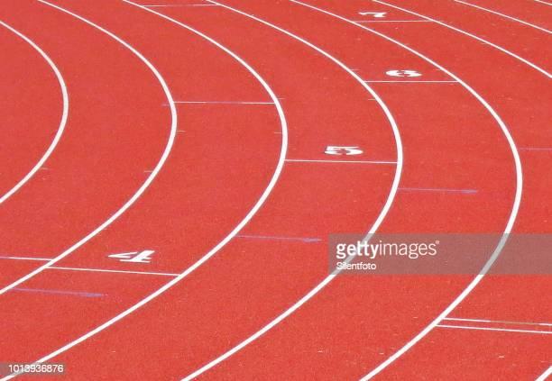 close up of curved running lanes on athletic track - forma - fotografias e filmes do acervo