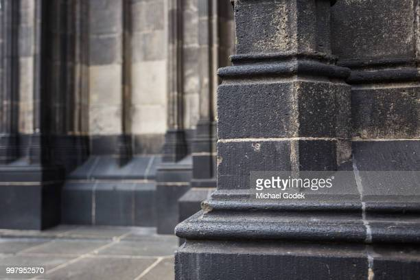 close up of dirty stone exterior at cologne cathedral - solid stock pictures, royalty-free photos & images