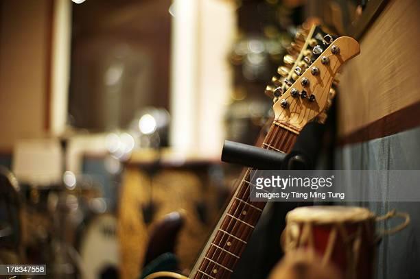close up of electric guitar's head & neck - エレキギター ストックフォトと画像
