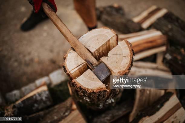 薪のクローズアップ 4に分割 - 薪 ストックフォトと画像