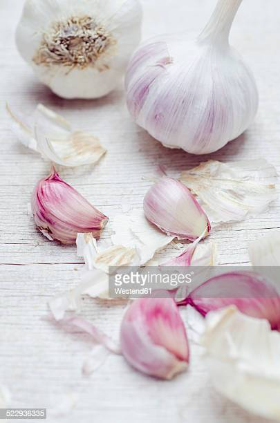 close up of garlic bulbs and cloves - garlic clove stock pictures, royalty-free photos & images