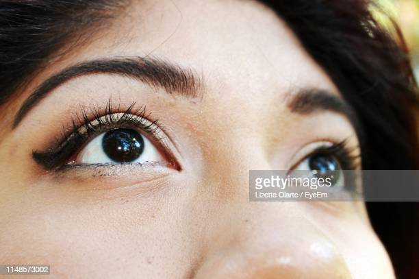 close up of girl looking up - black eye stock pictures, royalty-free photos & images