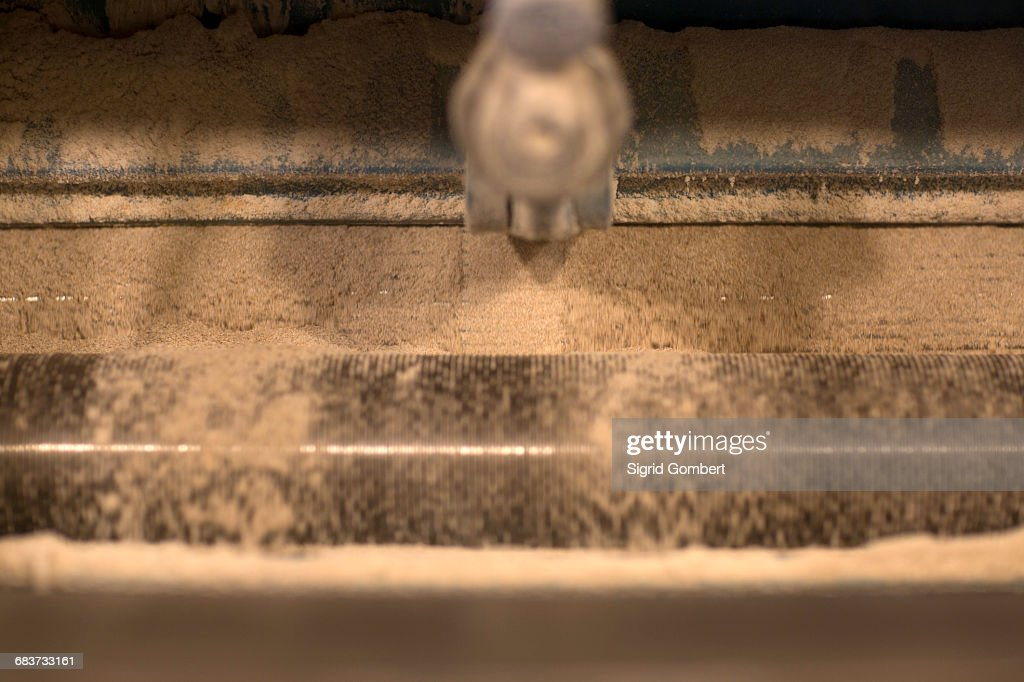 Close up of grinding machine at wheat mill : Stock-Foto