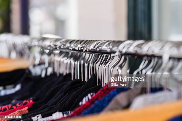 close up of hangers on a clothes rack - fast fashion stock pictures, royalty-free photos & images