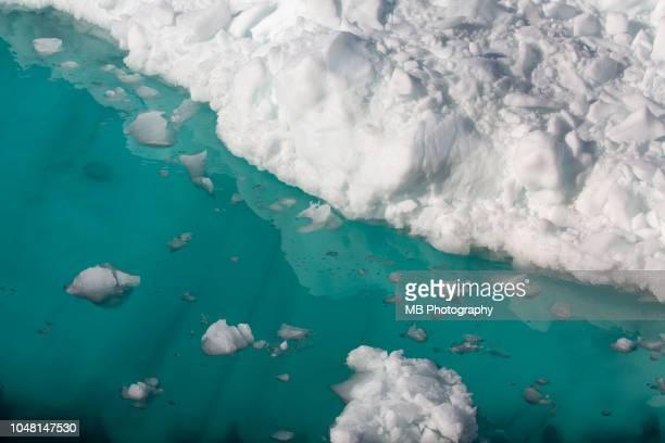 close up of iceberg - banquisa flotante fotografías e imágenes de stock