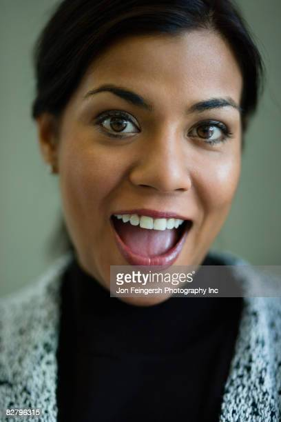 close up of indian woman with mouth open - inc mouth open photos et images de collection