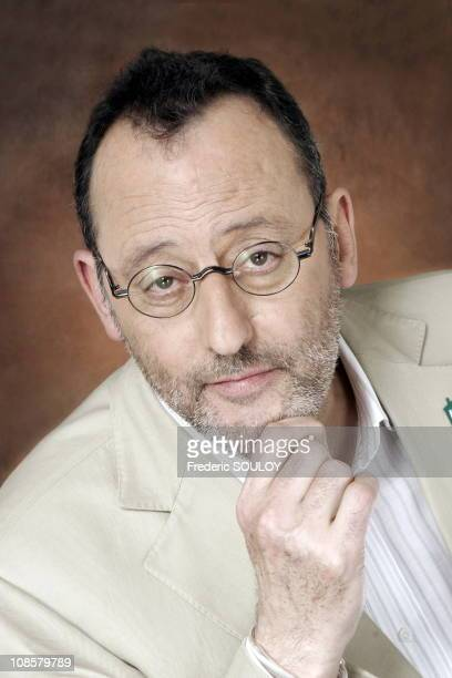 Close up of 'Jean Reno' at the TV talk Show 'Campus' in Paris France on March 27 2006
