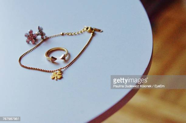 close up of jewelry on table - collier photos et images de collection