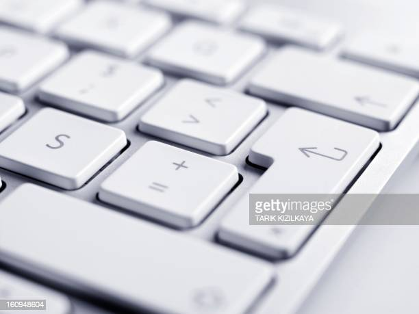 close up of keyboard, focus on enter button - computertoetsenbord stockfoto's en -beelden