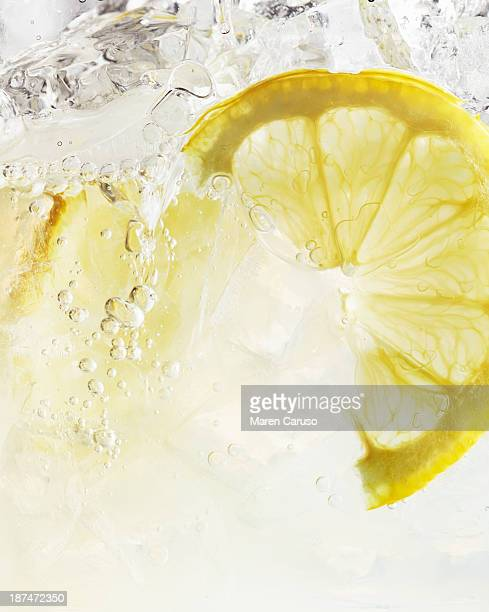 close up of lemon slice in iced spritzer - レモン ストックフォトと画像